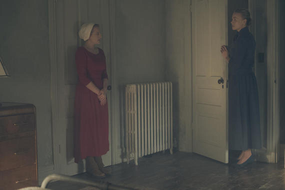 "The Handmaid's Tale -- ""Faithful"" -- Episode 105 -- Serena Joy makes Offred a surprising proposition. Offred remembers the unconventional beginnings of her relationship with her husband. Offred (Elisabeth Moss) and Serena Joy (Yvonne Strahovski), shown. (Photo by: George Kraychyk/Hulu)"