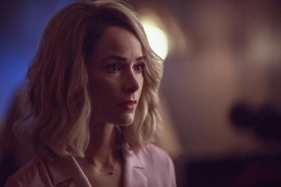 "Reprisal -- ""25 or 6 to 4"" - Episode 107 -- A shaken Meredith reconnects with her father. Doris and the Monster Ring attend a Bang-a-Rang. Queenie and the Pin-ups defend their family. Doris (Abigail Spencer), shown. (Photo by: Fred Norris/Hulu)"