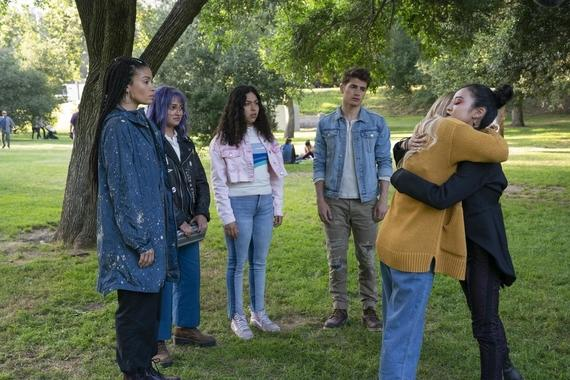 "Runaways -- ""Lord of Lies"" - Episode 303 -- The Runaways become suspicious of one another with a traitor among them. Catherine takes responsibility for her past. Leslie seeks help protecting the child growing inside her. Xavin (Clarissa Thibeaux), Gert (Ariela Barer), Molly (Allegra Acosta), Chase (Gregg Sulkin), Karolina (Virginia Gardner) and Nico (Lyrica Okano), shown. (Photo by: Michael Desmond/Hulu)"