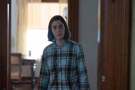 """CASTLE ROCK -- """"The Word"""" - Episode 207 -- An angel watches over this place. Annie (Lizzy Caplan), shown. (Photo by: Dana Starbard/Hulu)"""