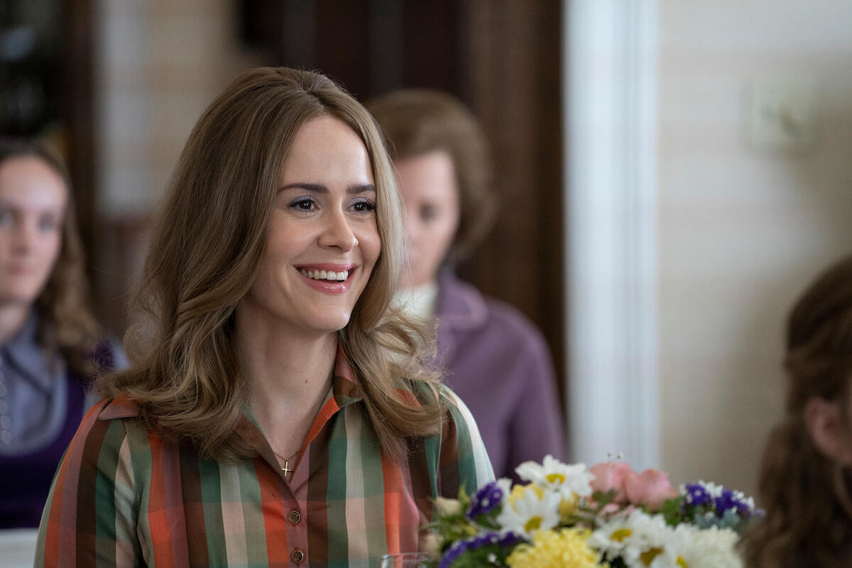 MRS. AMERICA -- Pictured: Sarah Paulson as Alice. CR: Sabrina Lantos/FX