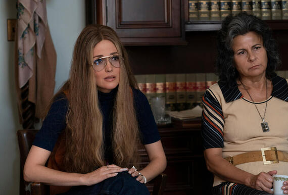 "MRS. AMERICA -- ""Gloria"" --Episode 2 (Airs April 15) Pictured (l-r):Rose Byrne as Gloria Steinem, Tracey Ullman as Betty Friedan. CR: Sabrina Lantos/FX"