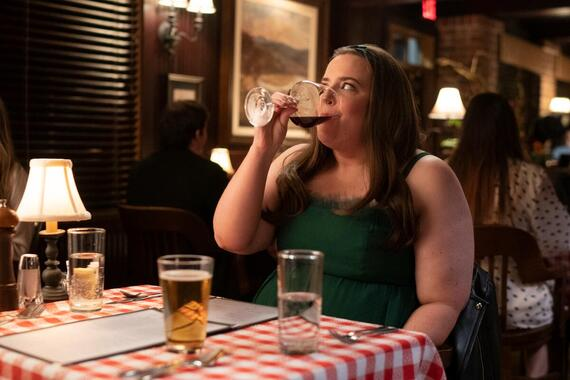 """Shrill -- """"will"""" - Episode 302 -- Amadi sets Annie up on a disastrous blind date. Fran is sick of working from home and takes a job at a salon. Bill and Vera make a big announcement about their future. Annie (Aidy Bryant), shown. (Photo by: Allyson Riggs/Hulu)"""