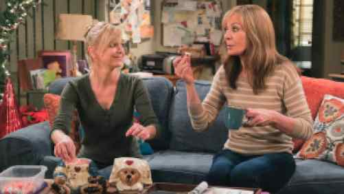 Allison Janney and Ana Faris sitting on the couch in the show Mom.